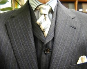 ネクタイでポイントを付けて