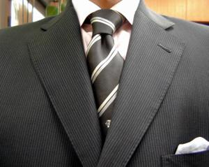 チャコールグレー・ブリティッシュ・スーツ