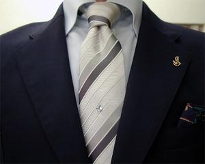 濃紺ブレザー&グレイ・パンツ